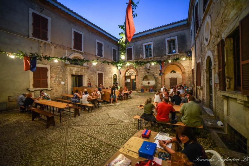 Taverne del Palio dei Colombi - Contrada Crux Burgi - Piazza Augusto Vera