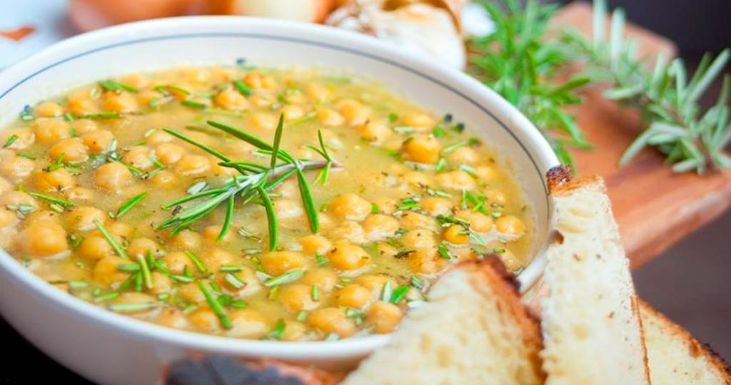 Ricetta tipica umbra: minestra di ceci